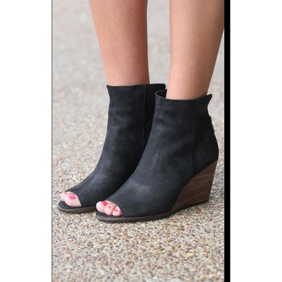 9207b45d854 LUCKY BRAND urbi peep toe black wedge bootie